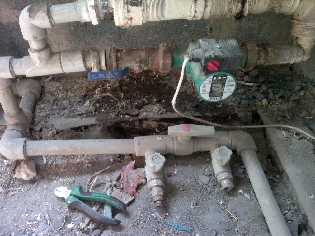 старый байпас с насосом на системе отопления
